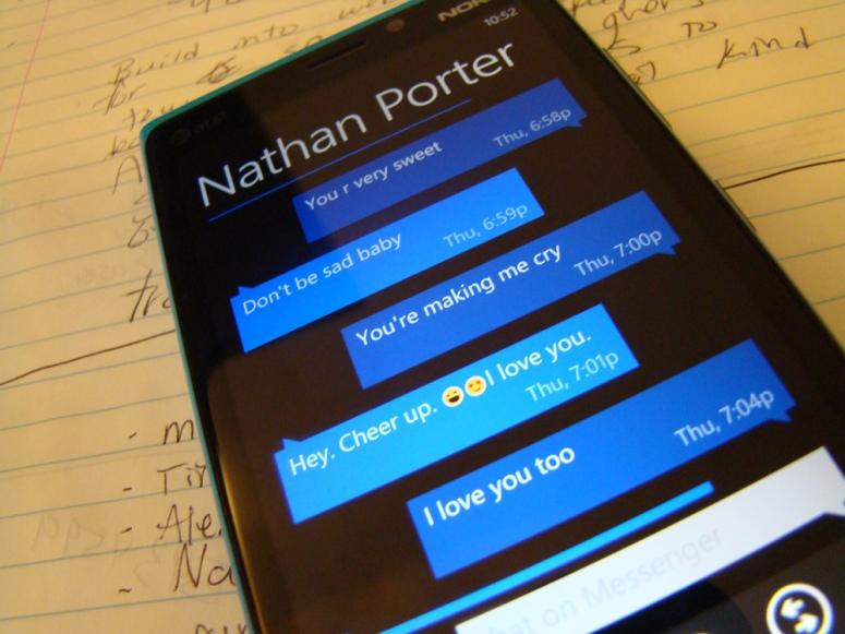 texting-on-windows-8-device